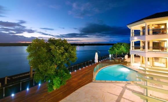 Sovereign Islands double block home sold for ,625,000