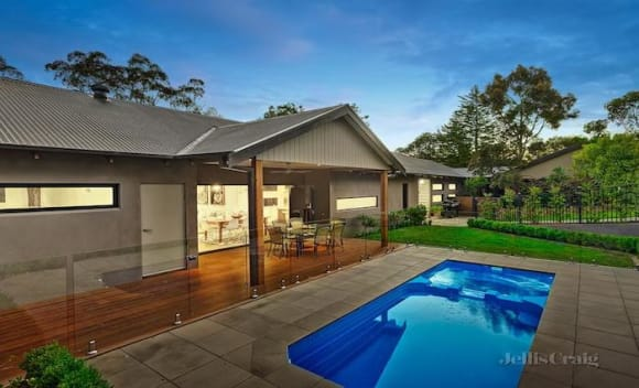 Ringwood, Caulfield and Toorak price growth lead Melbourne's median house to 0,000 plus: REIV