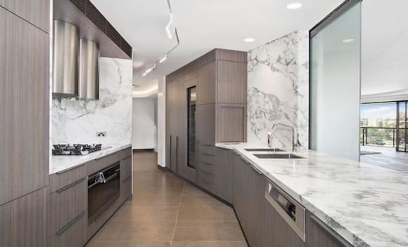 Aussie John sellsPoint Piperpenthouse for more than .3 million