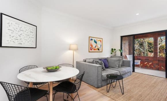 Horse racing family lists Rose Bay apartment