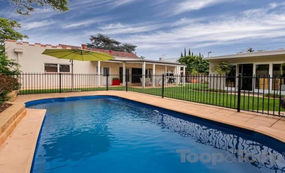 Art-Deco style 1930s Hawthorn house sold for <img src=