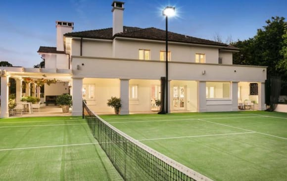 Premier Investments chief executive Mark McInnes buys back into Toorak