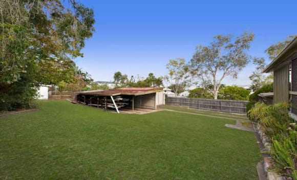 Three bedroom Bulimba house sold for <img src=