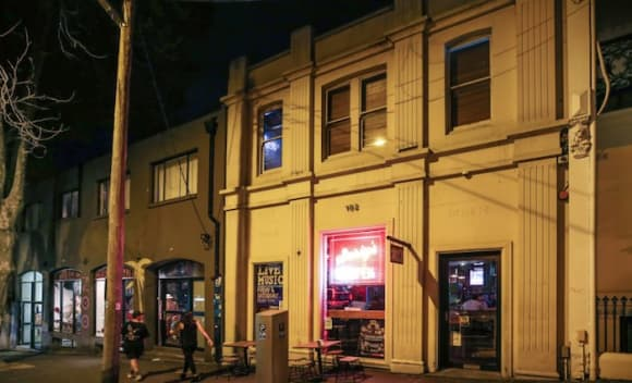 Darlinghurst building tenanted by Surly's sold