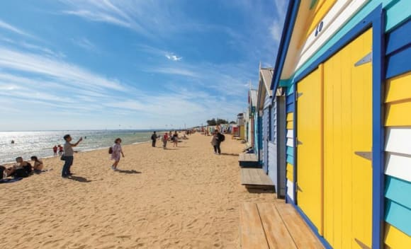 Brighton bathing box edges record price