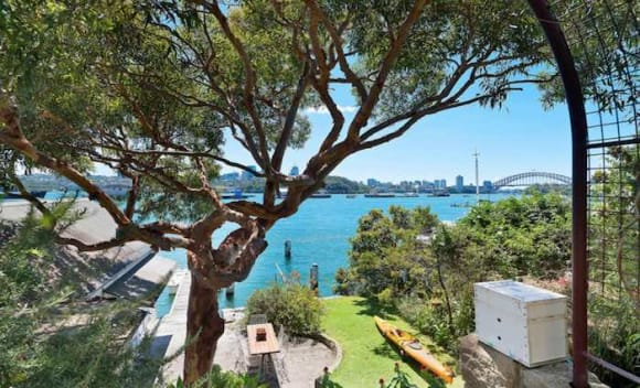 Sydney's weekend auction clearance rate falling away fast into the very lows 50s