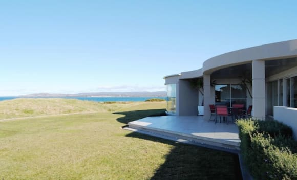 Horizons on the Beach listed at <img src=