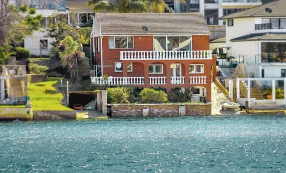 Capital city buyers take a break from auctions on long weekend