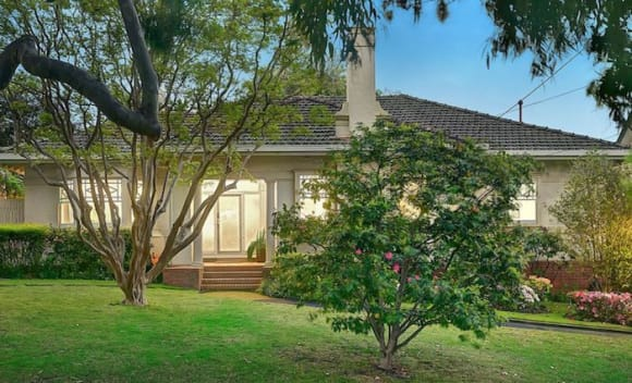 Port Melbourne time capsule cottage goes back in price