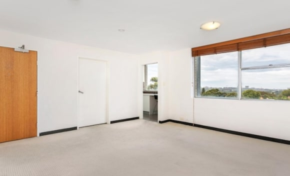 Studio apartments and knockdowns popular at weekend auctions