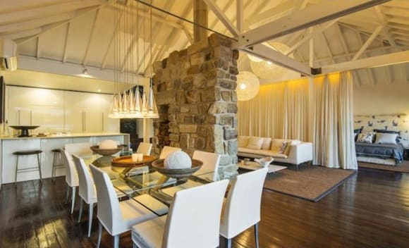Chic Pittwater beach house fetches .6 million