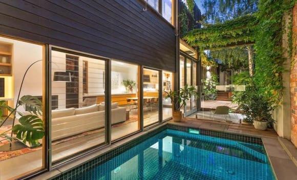 Macquarie executive sells Toorak home at auction
