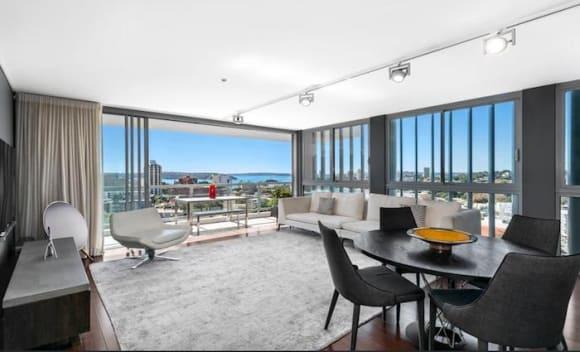 Channel 10's Aerobics Oz Style former presenter Anton Scott has lists Rushcutters Bay apartment