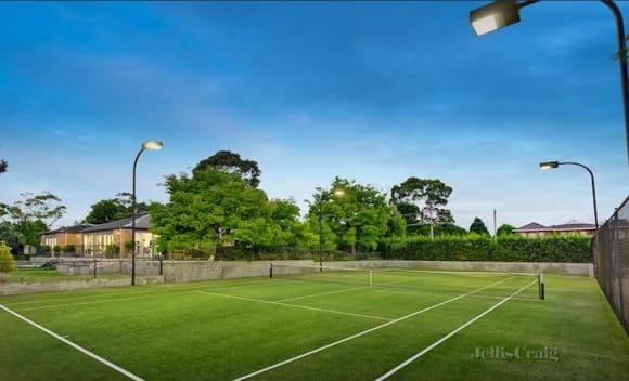 Templestowe Golden Mile trophy home sold for .69 million