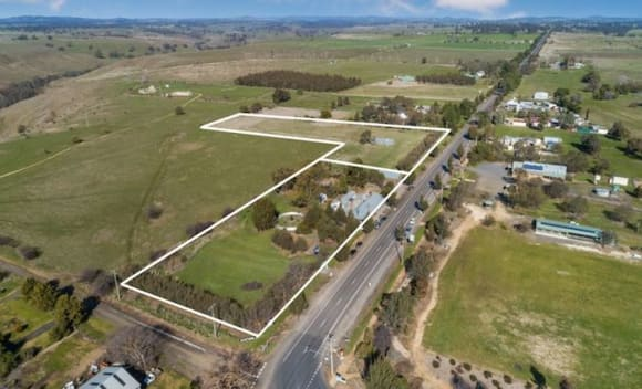 Historic 1850s Redesdale Hotel in Heathcote wine region listed