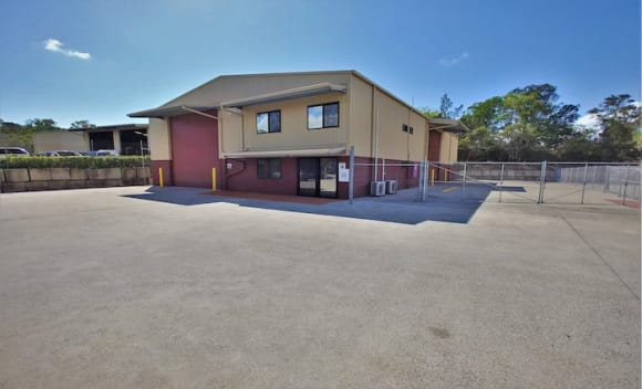 Hemmant, Brisbane commercial sheds leased by 1800 Removals and Super Vape Store