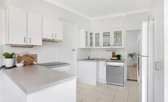 Jason Donovan secures Bondi apartment sale