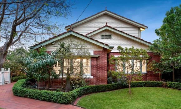 Melbourne records lowest non-holiday weekend auction result in nearly four months