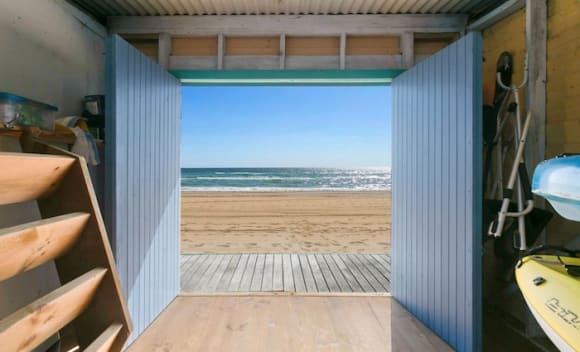 Mount Martha beach box fetches 2,500