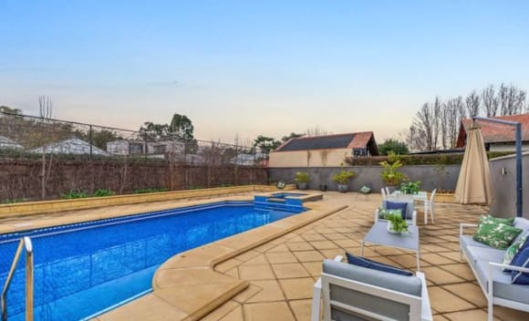 Norfolk House Queen-Anne sandstone verandah sandstone villa relisted
