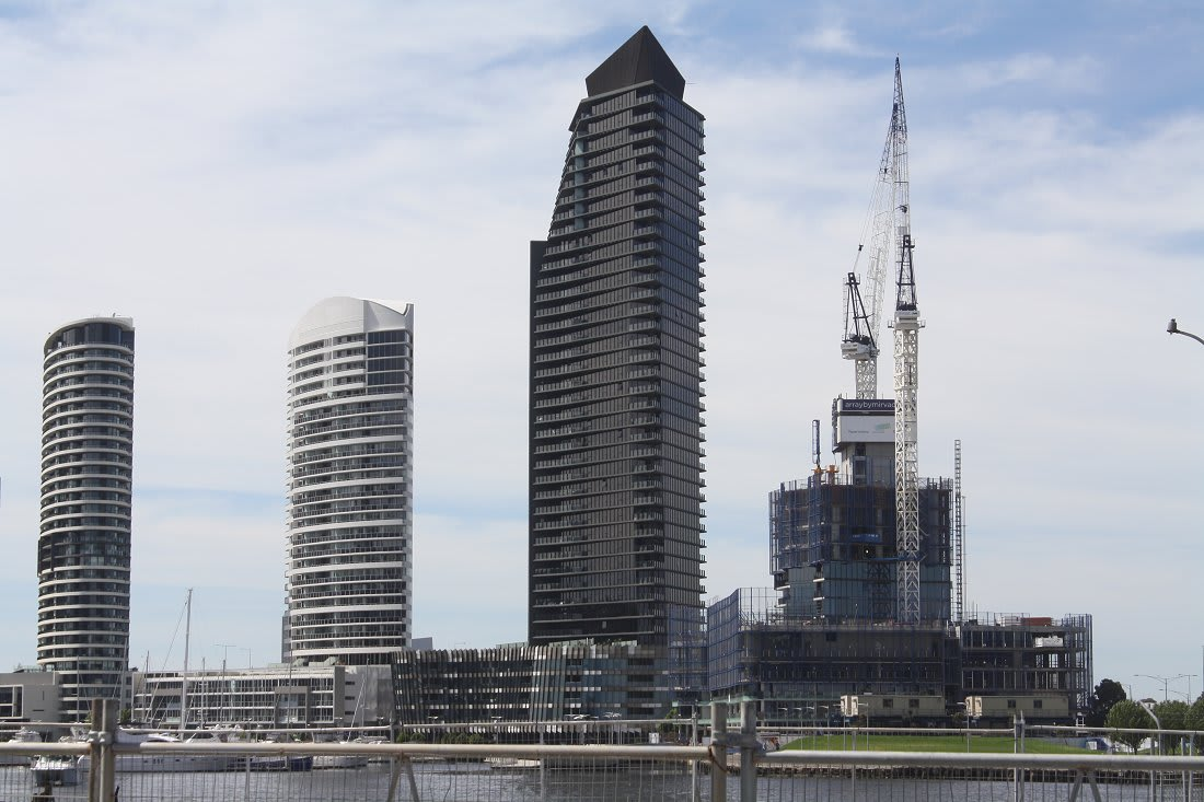 DOCKLANDS | Yarra's Edge | Array | 125m | 40L | Residential
