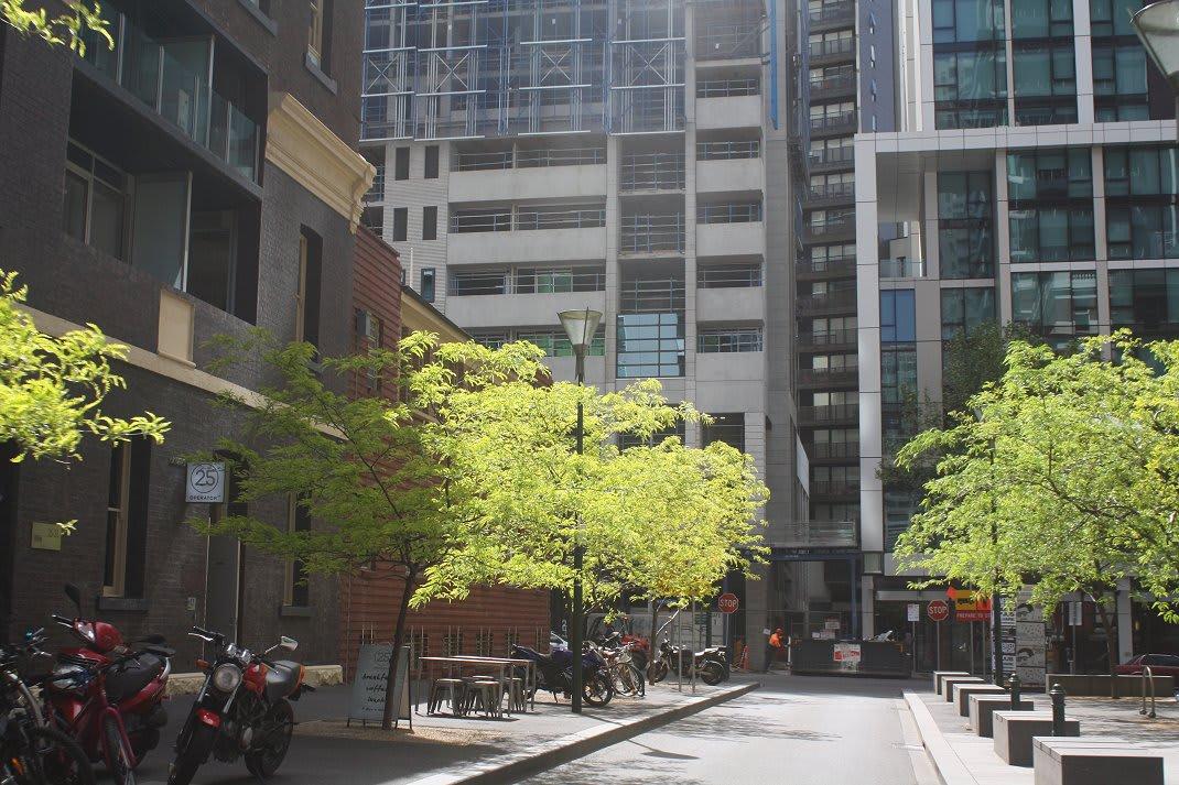 CBD | Istana Apartments | 218 A'Beckett Street | 25F | 80m | Residential
