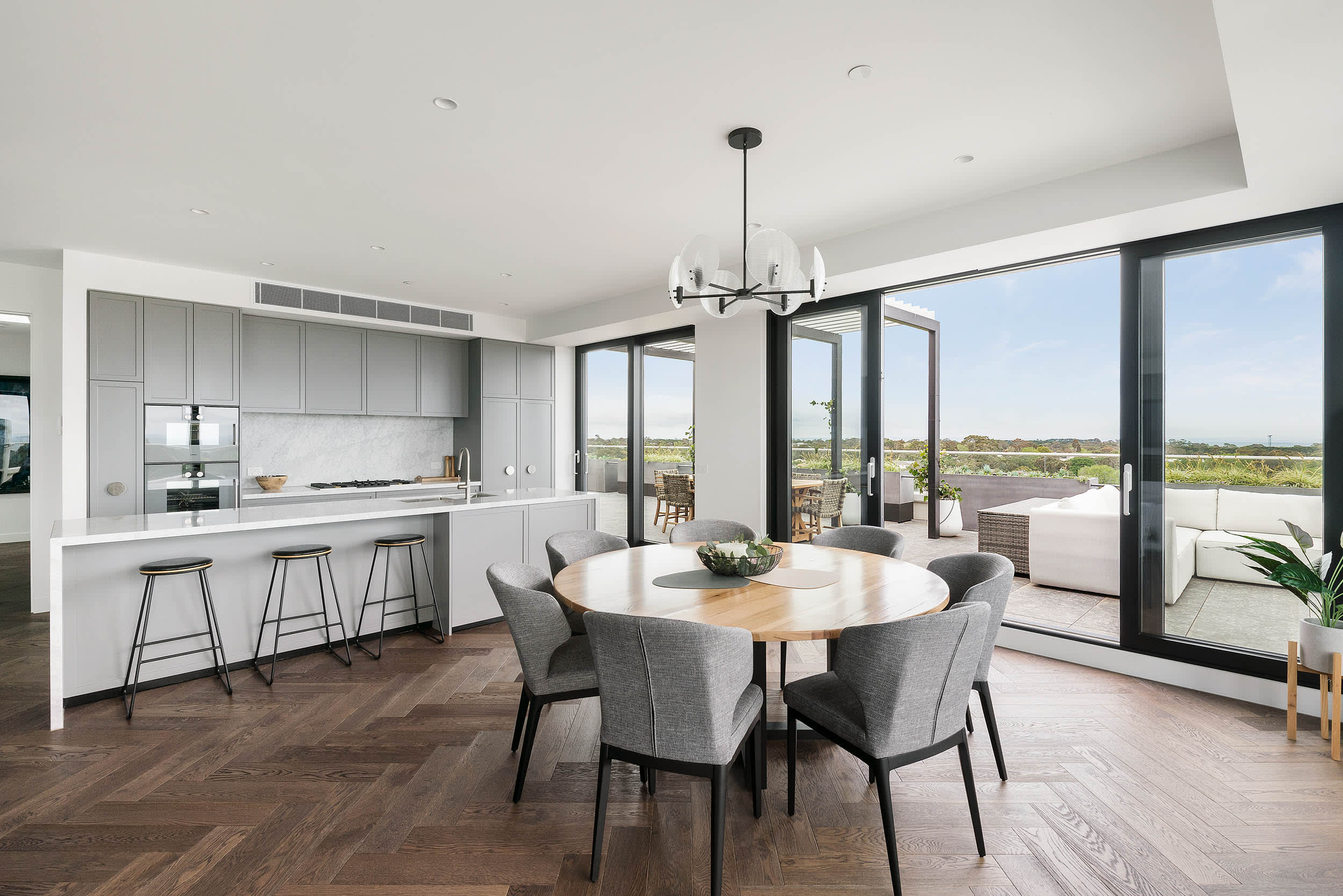 Urban's tour of the Sandy Hill Penthouse display suite