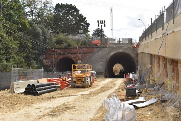 Metro Tunnel changes spark new planning amendment while level crossing removals power on