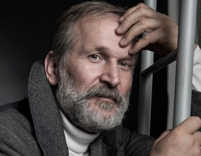 «Не прочел еще ни одной книжки»: актер «Сватов» Добронравов рассказал, чем занят на карантине