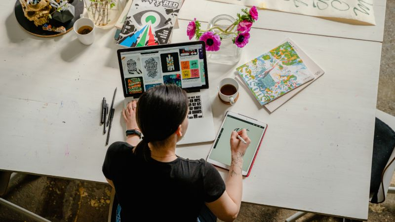 How To Become A Graphic Designer in 3 Easy Steps