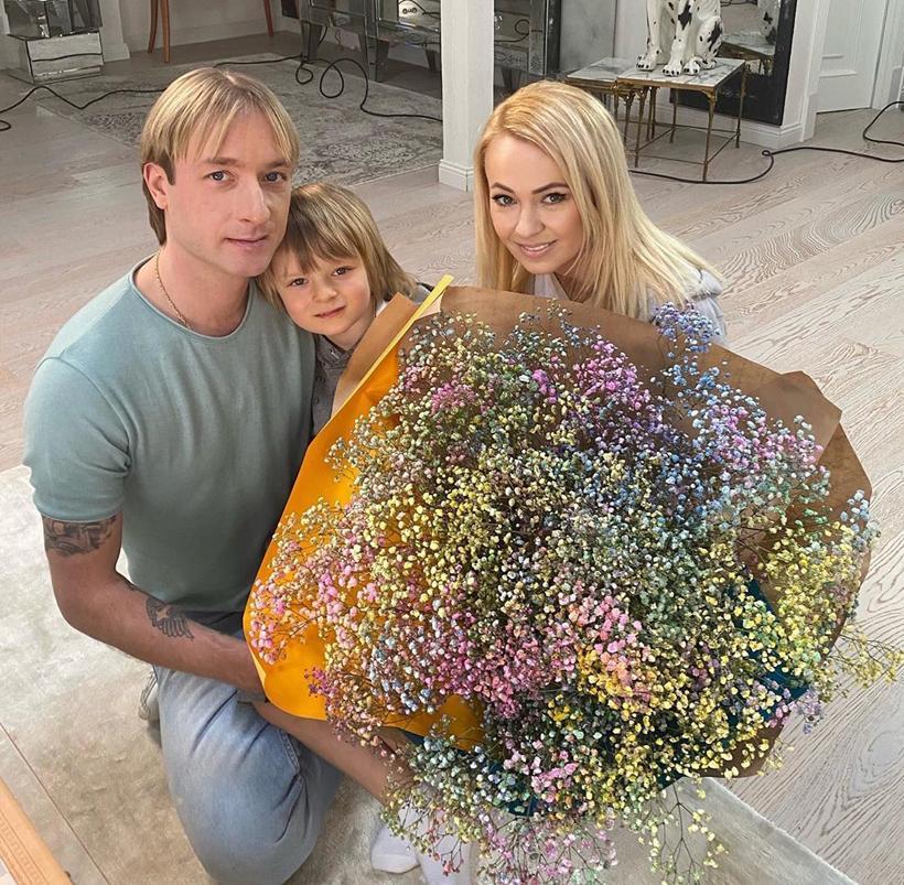 Евгений Плющенко с Яной Рудковской и сыном Александром станцевал под Little Big