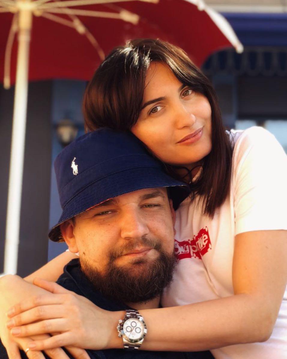 Молодой и влюбленный! Баста поздравил жену с годовщиной свадьбы, опубликовав архивный снимок