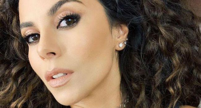 «То чувство, когда без косметики красивее»: Настя Каменских сделала себе макияж на камеру и разочаровала поклонников