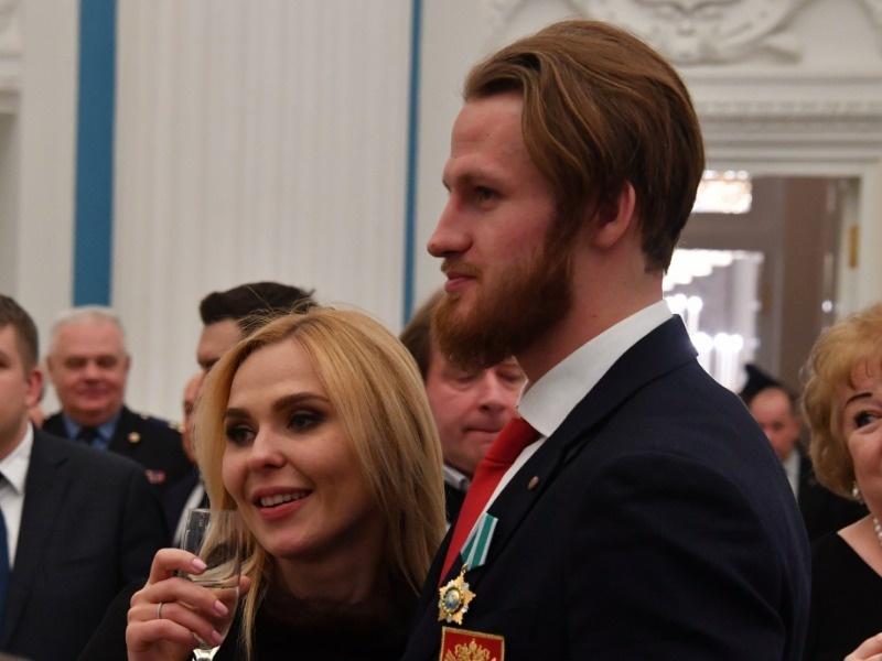 Пелагея разрешает Ивану Телегину общаться с дочкой только по видеосвязи