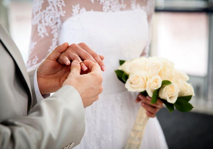 Через брак сколько по времени получают паспорт рф