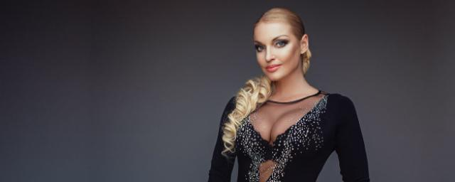 Волочкова выложила видео странного танца с париками