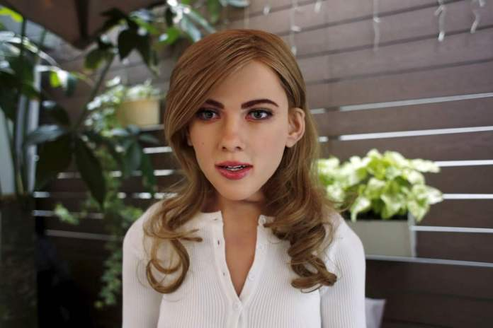 Robot Scarlett Johansson Wow, Robot Cantik ini Mirip Sekali Dengan Scarlett Johansson