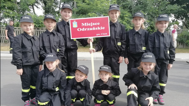 hipwee pol1 Desa Unik Di Polandia Ini Hanya Melahirkan Perempuan