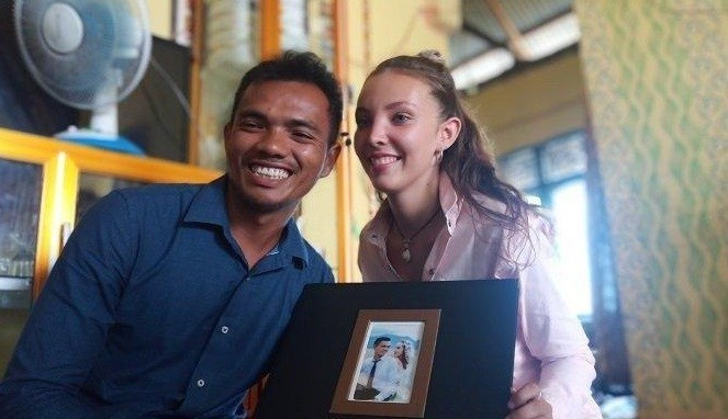 Kemesraan Clementine dan Danil Nelayan Indonesia Nikahi Bule Cantik Asal Perancis, Kisahnya Bikin Jomloh Tambah Ngenes!