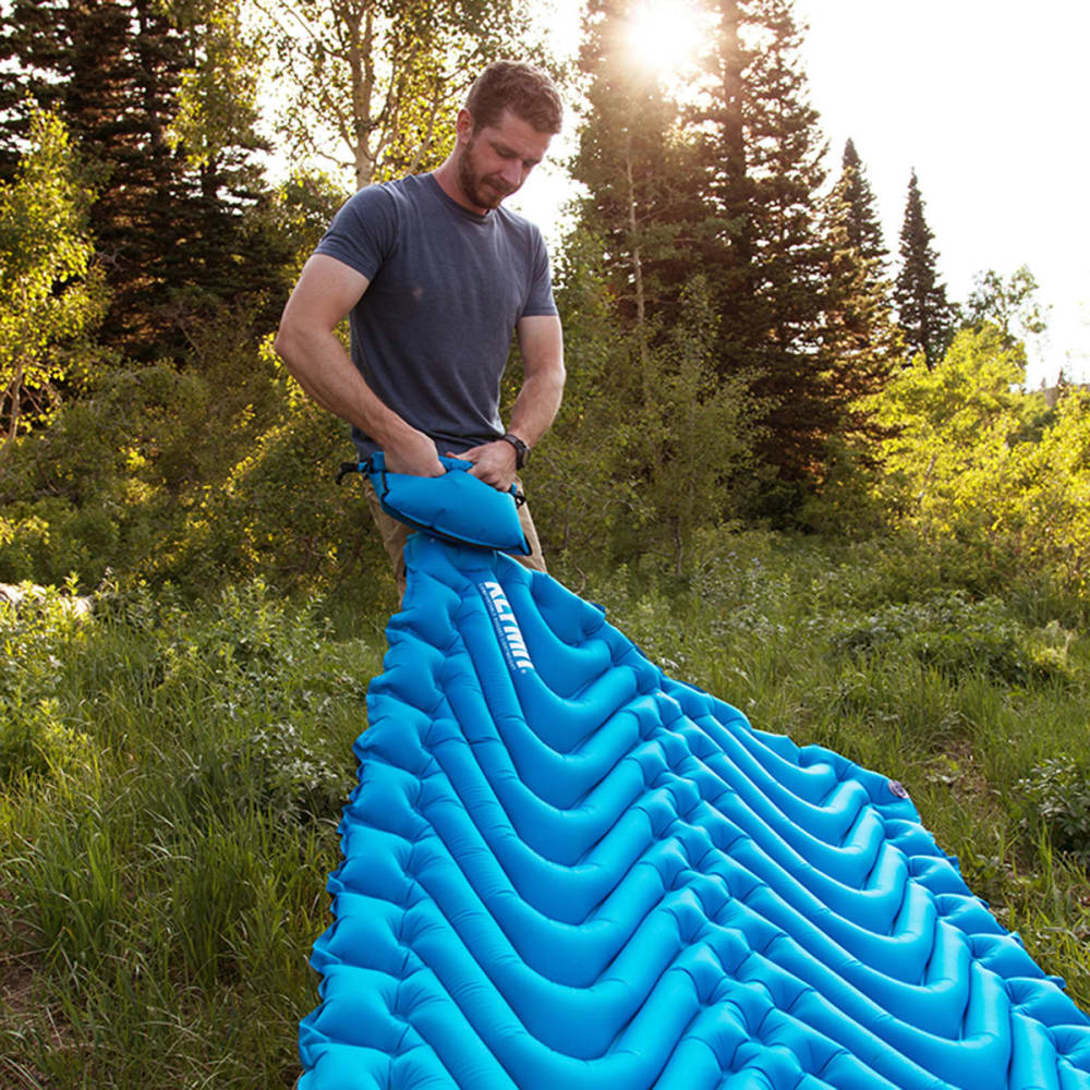 KLYMIT Double V Sleeping Pad - BLUE/CHARCOAL BLACK