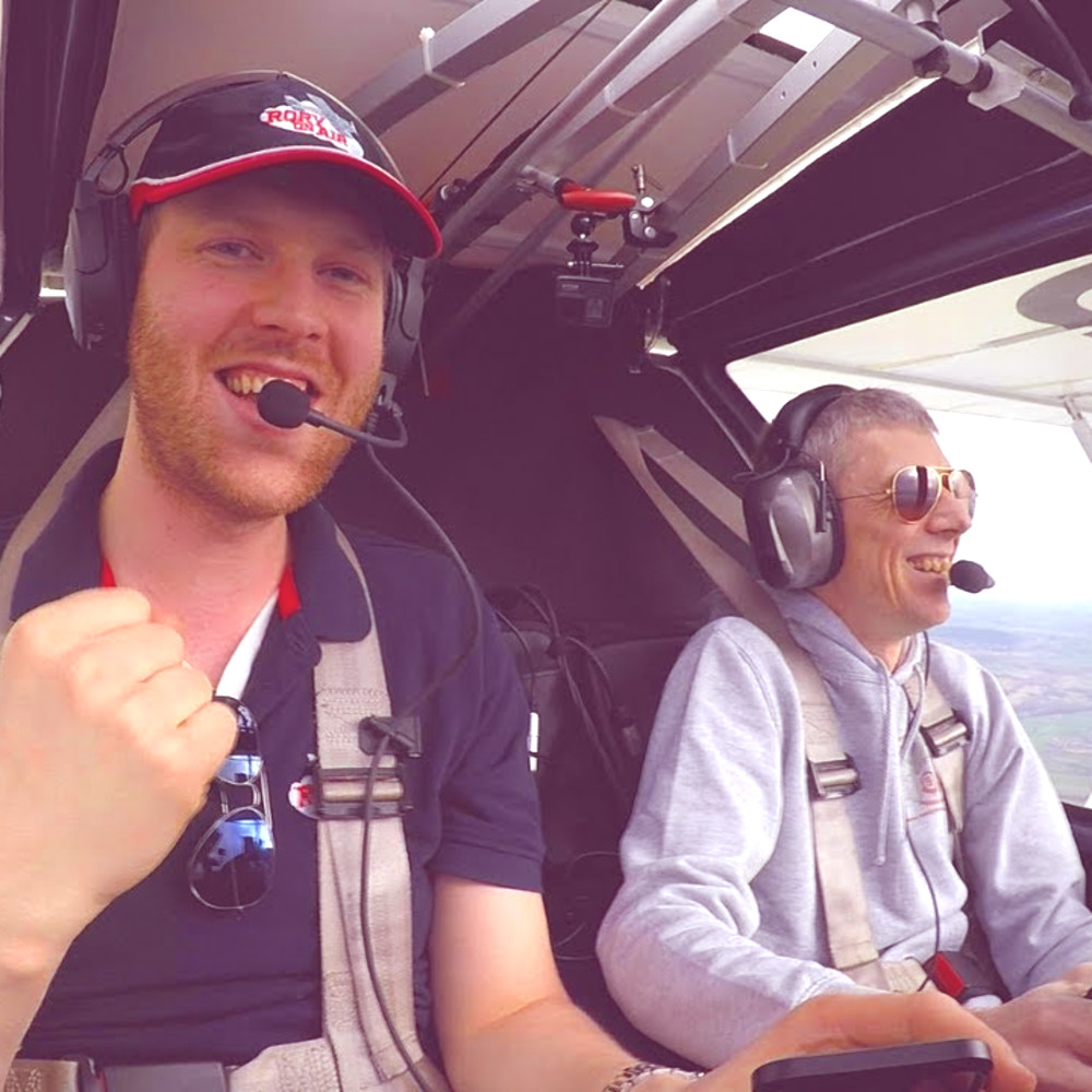 Welshpool, cake & dad jokes in Ikarus C42 with Rory on Air