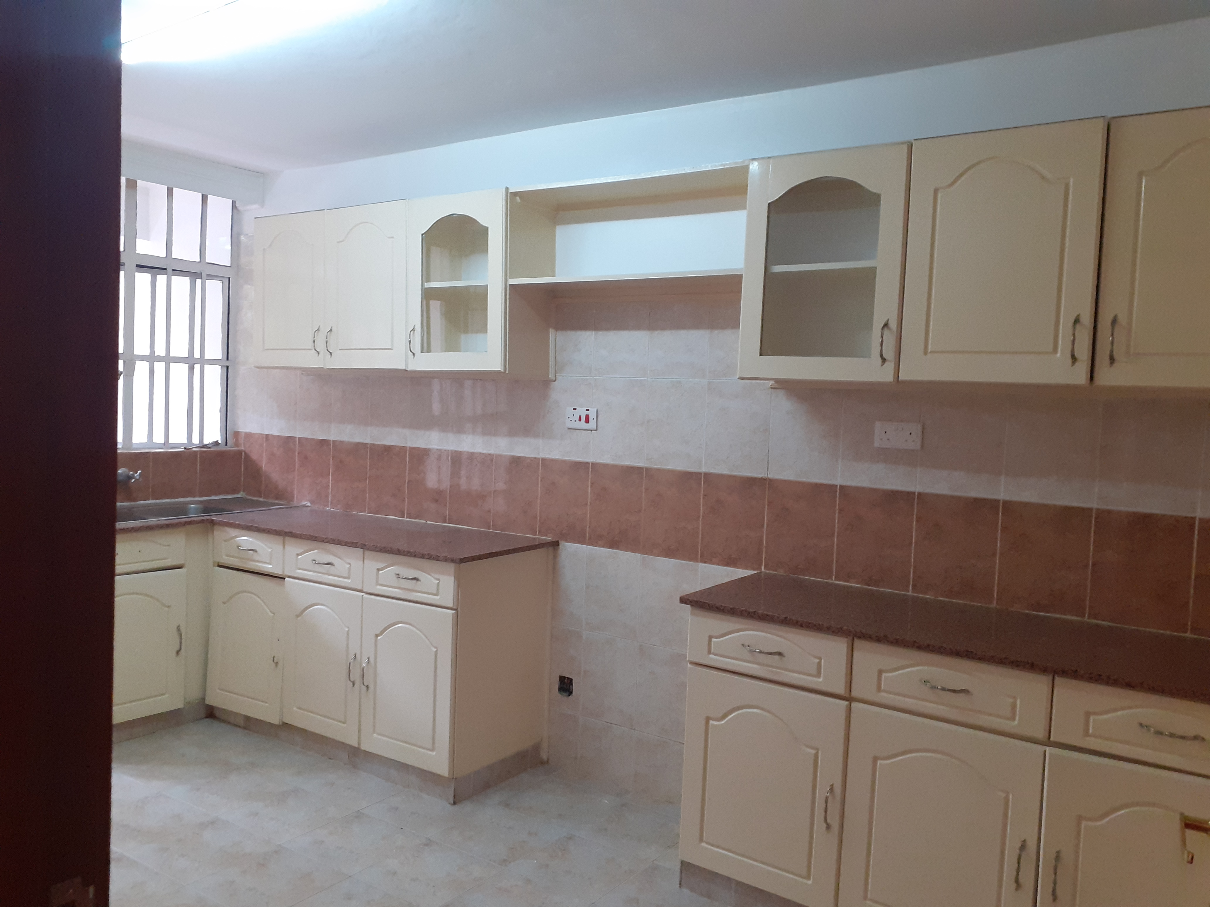 3 Bedroom Apartment for sale in Lavington!