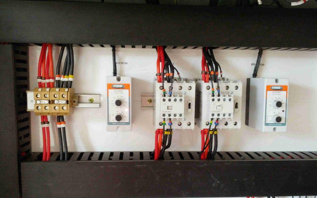 Signalling electronics at work