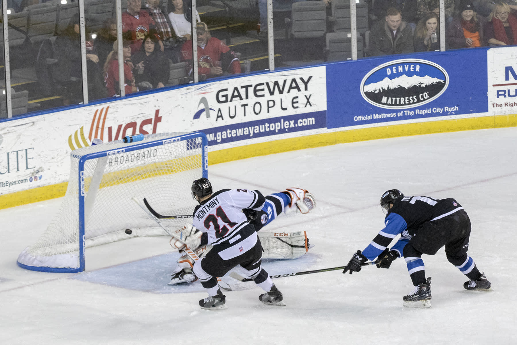 Montminys Second Period Pair Lifts Rush To Win
