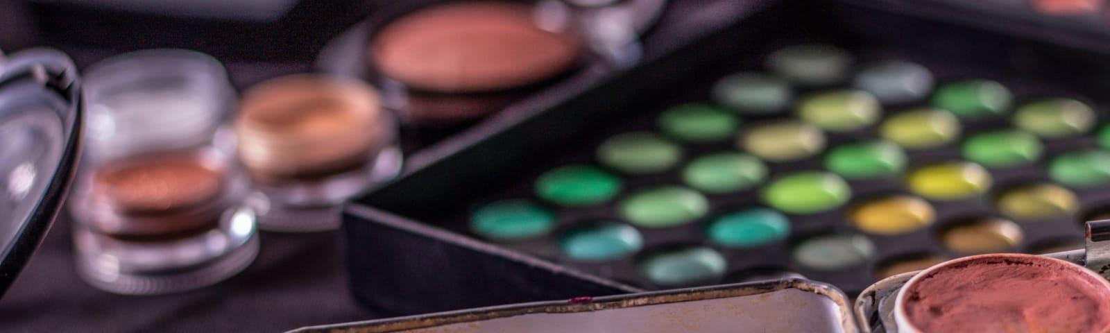 Imagem de destaque do post Maquiagem para pele negra: dicas de atendimento na coloração pessoal