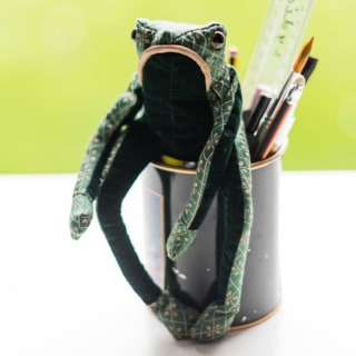 Fredrick Frog Junior Paperweight by Dora Designs