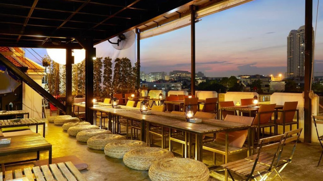 Jham-Jun Phranakorn Rooftop Bar & Bistro