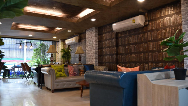 Click Co-working space Watcharaphol