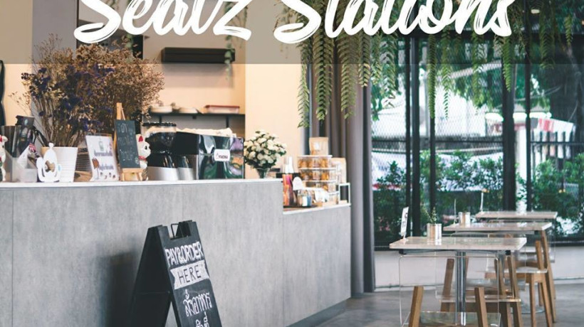 Seatz Station Coworking 24hr with all you can drink and eat