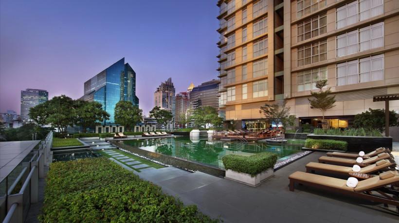 Poolside & Pool Bar